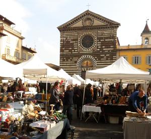 Foto del mercatino dell'antiquariato